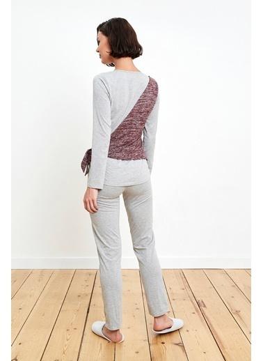 Reflections Yandan Bağlamalı Sahte Kruvaze Detaylı Gri Pjama Takımı Renkli